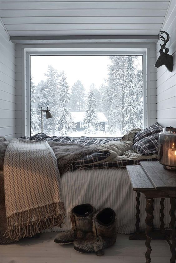When it comes to making your bedroom a cozy oasis, it doesn't need to cost a fortune to add major comfort. We've rounded up 28 tips for creating the cozy bedroom of your dreams. #awesomedecor#decpration#exclsivedecor#exclusivedesign#cozybedroom#girls#hot#warmbedroom#cozy#pin4pin