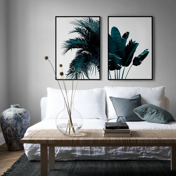 The artwork you put on your walls can make or break the space. Whether you want to create a statement in your living room or simply add some life to a blank wall, artwork is a fun way to express yourself and showcase your favourite pieces. Balance and symmetry are key to creating a collection that works. The possibilities are essentially endless when it comes to composition.
