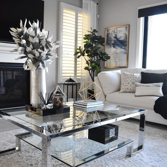 Beautiful living room! I love the white and black theme it has. Coffee table, flowers, and vase are my favorite:] Living room inspiration.