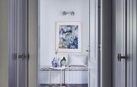 Jak wyeksponować dekoracje ścienne w salonie?