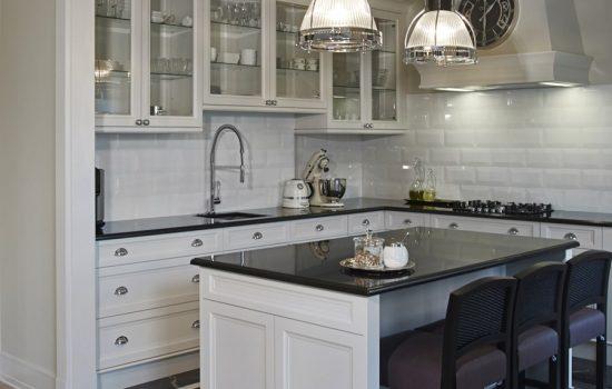 Oświetlenie kuchni nie musi być nudne! Sprawdź nasze propozycje nowoczesnych lamp wiszących!