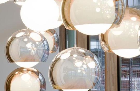 Wiszące szklane kule – nowoczesne oświetlenie w modnym wydaniu!