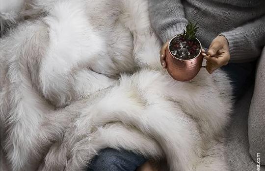 Futrzaki – pledy i poduszki na zimowe chłody