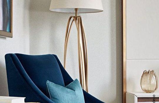 Lampa stojąca do salonu – dlaczego jest idealnym uzupełnieniem nowoczesnych wnętrz?