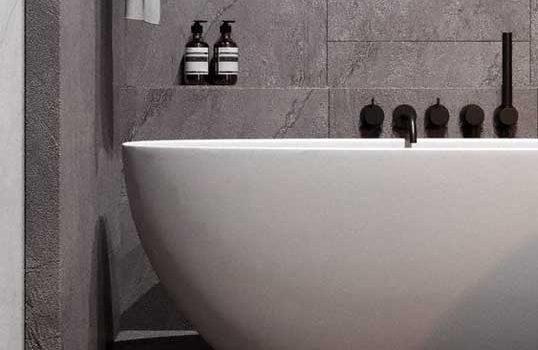 Prostota i funkcjonalność, czyli jak zaaranżować minimalistyczną łazienkę?