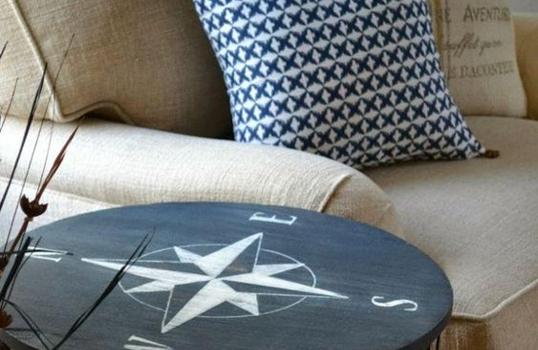 Deep blue – jak urządzić mieszkanie w marynarskim stylu?