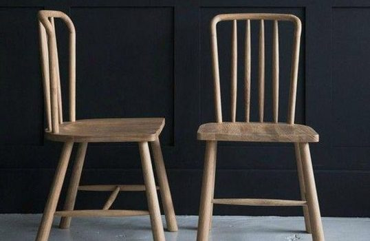 Szlachetne drewno, czyli poznaj zalety krzeseł drewnianych
