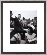 Fotografia-The Kennedy's Riding a Car 55x65cm
