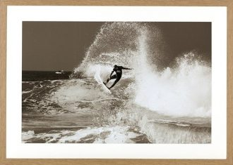 Fotografia Surfing Big One Tanning 75x105cm