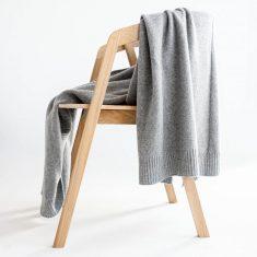 Pled w prostym stylu Grey MOYHA 130x180cm
