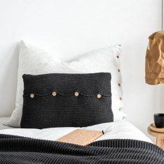 Poduszka z guzikami Antracyt MOYHA 60x40cm