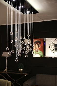 nowoczesna lampa wisząca w salonie